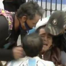 ARGENTINA JE STALA: Navijači se u suzama opraštaju od Maradone, još uvek ne veruju da je umro (VIDEO)