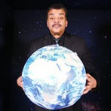 ASTEROID ĆE PASTI NA ZEMLJU DAN PRED AMERIČKE IZBORE Neverovatne tvrdnje slavnog astrofizičara
