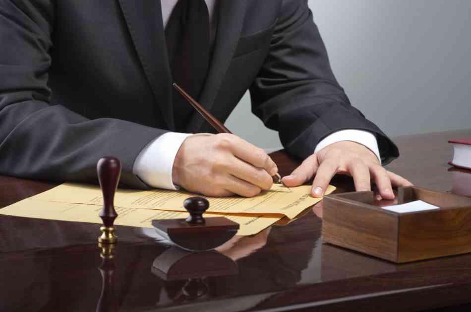 Advokati: Vlada da plati milionski dug ili obustavljamo rad