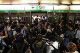 Aerodrom u Hongkongu ponovo radi, protesti i dalje traju