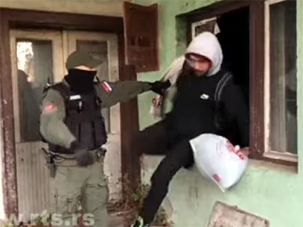 Akcija policije: Traže se ILEGALNI MIGRANTI i šalju u Preševo VIDEO