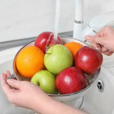 Ako samo OPERETE voće pod vodom, na njemu ostaju OTROVI: Evo kako ga OČISTITI od hemije uz pomoć 1 STVARI!