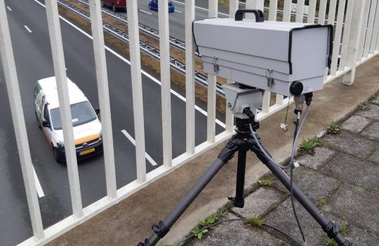 Ako vas kamera u Holandiji uhvati da koristite mobilni za volanom, platićete 240 evra