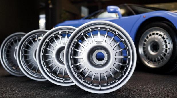 Ako želite originalne naplatke Bugattija EB110, pripremite iznos kao za novi Clio