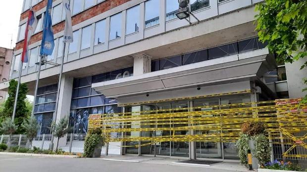 Aktivisti Ne davimo Beograd izlepili ulaz u RTS