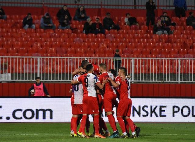 Albanci provocirali igrače Vojvodine, navijači utrčali na teren, meč u Breši prekinut!