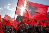 Albanske zastave završile u kontejnerima