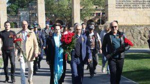 """Ambasador Rusije položio cveće na spomenik """"Večna vatra"""""""