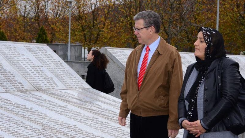 Ambasador SAD u posjeti Potočarima: Vjera treba da okuplja ljude