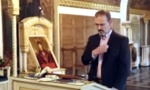 Američki ambasador se krsti sa tri prsta: Snimljen u crkvi Ružici, bura na internetu (VIDEO)