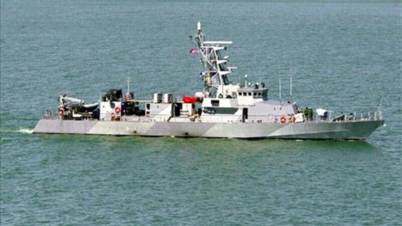 Američki vojni brod ispalio hice upozorenja nakon približavanja tri plovila Iranske revolucionarne garde