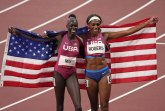 Amerikanki Mu zlato na 800 metara