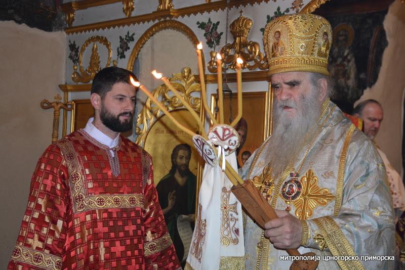 Amfilohije: Kakav je to grijeh protiv Crne Gore slikanje trobojke kralja Nikole