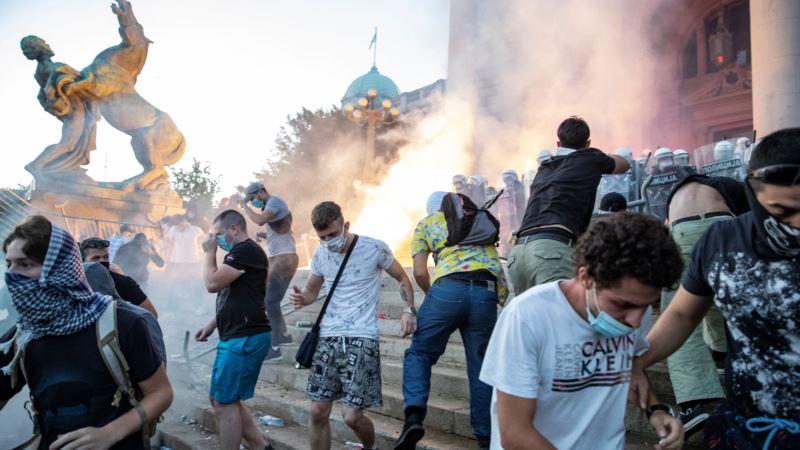 Amnesti o protestima u Srbiji: Nasilni policijski napadi protiv demonstranata moraju prestati
