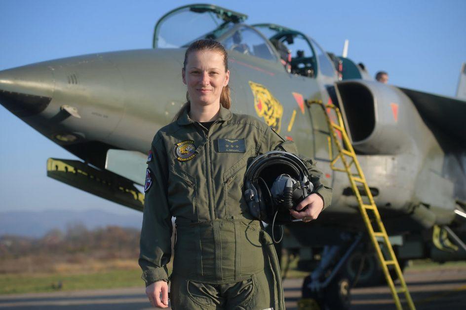 Ana Perišić - prva žena pilot u istoriji vojske Srbije koja leti na avionu Orao