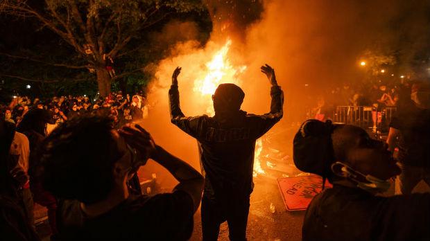 Anarhija u SAD – vatre oko Bele kuće, haos u Filadelfiji