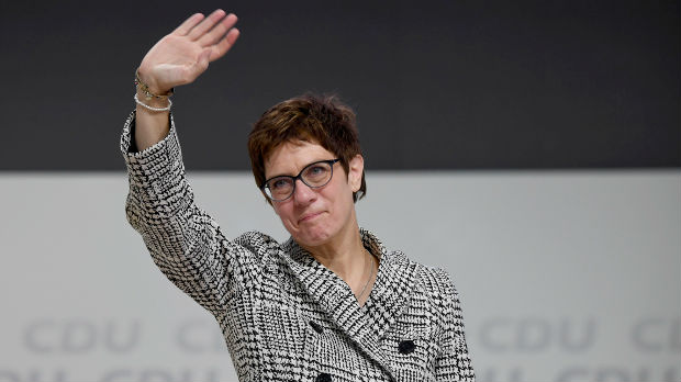 Mala Merkel na čelu CDU