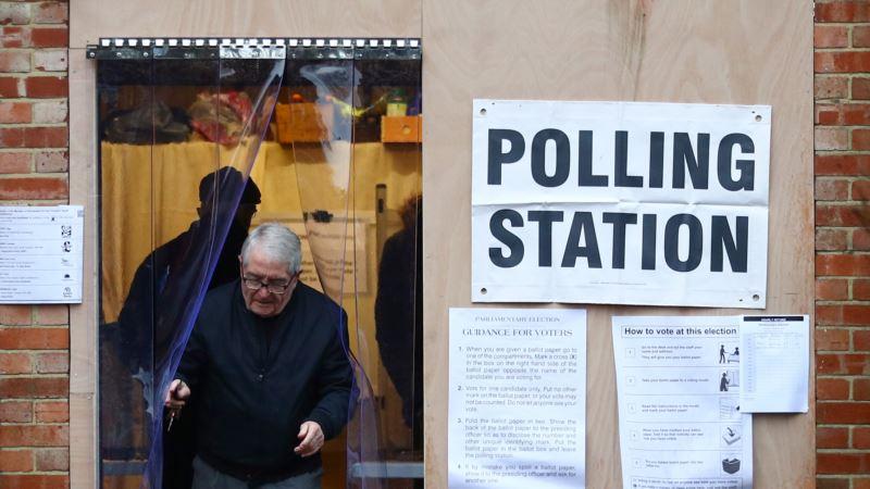 Ubedljiva većina za britanske konzervativce