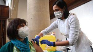Astra Zeneka pokušava da isporuči više vakcina jugoistočnoj Aziji gde raste broj slučajeva