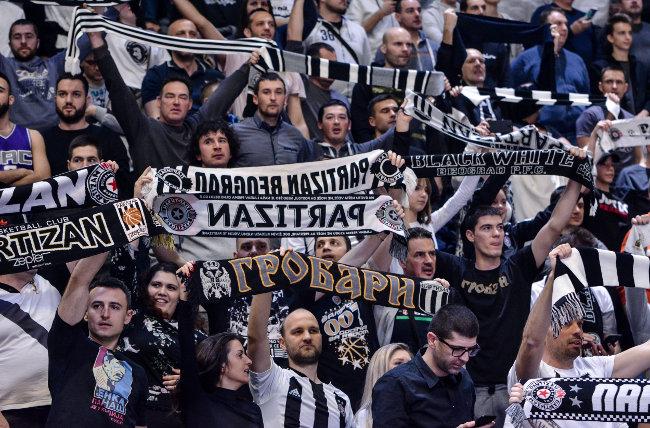 Atmosfera za ponos, crno-beli u transu! (TVITOVI)