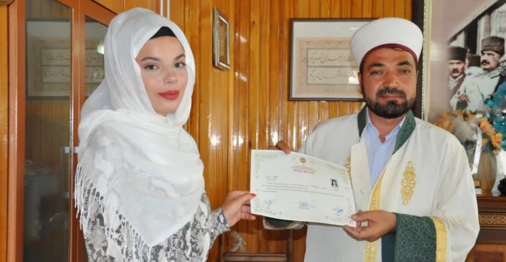 Austrijanka Stefani došla na ljetovanje u Tursku, a vraća se kao muslimanka Elif