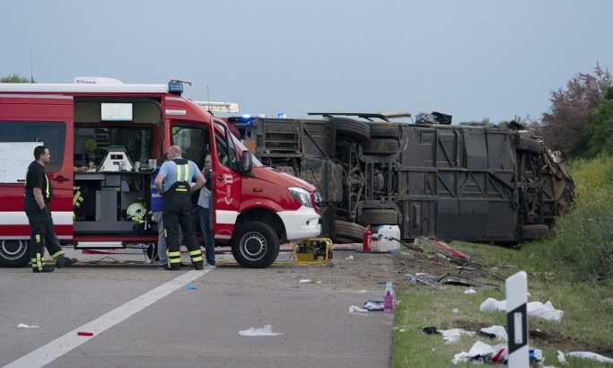 Autobus udario u ogradu kod Lajpciga, jedna osoba stradala, 60 povređenih