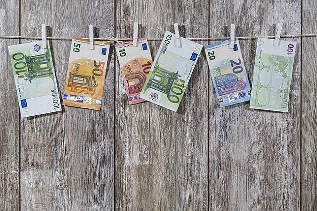 """Avgustovska plata niža za oko 2.000 dinara od julske """"rekordne"""" zarade"""