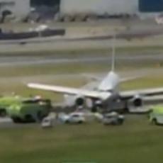 Avionu eksplodirale gume tokom sletanja: IMA POVREĐENIH! (VIDEO)