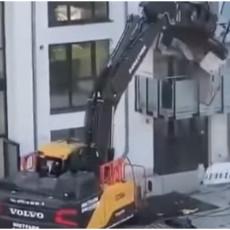 BAGEROM DOŠAO PO PARE: Gazda nije platio građevincu radove, a onda je on upalio moćnu mašinu (FOTO/VIDEO)