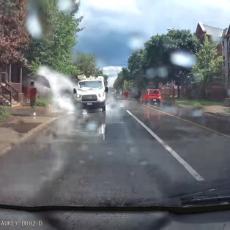 BAHATO ĐUBRE! Kad vidite šta je ovaj vozač uradio PEŠACIMA biće vam drago što je dobio OTKAZ! (VIDEO)