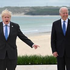 BAJDEN SE NIJE BAŠ PROSLAVIO: Uručio specijalan poklon Džonsonu, britanski premijer je možda očekivao više