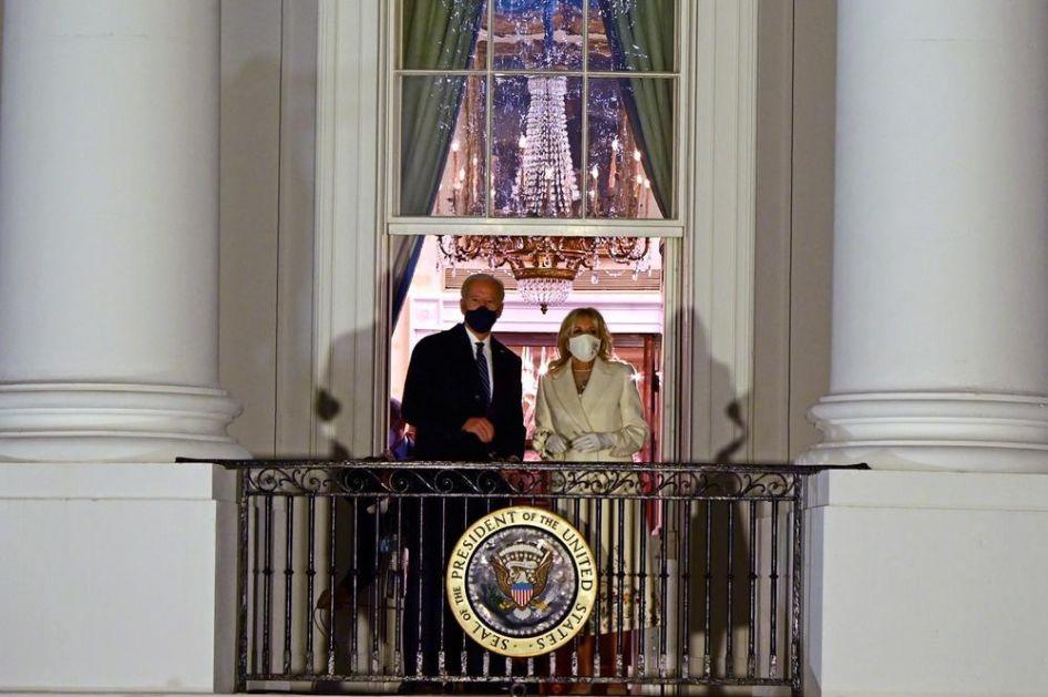 BAJDENOVI MENJAJU DEKORACIJU U BELOJ KUĆI: Selidba je trajala 5 sati, a evo šta se piše o novom izgledu predsedničke rezidencije