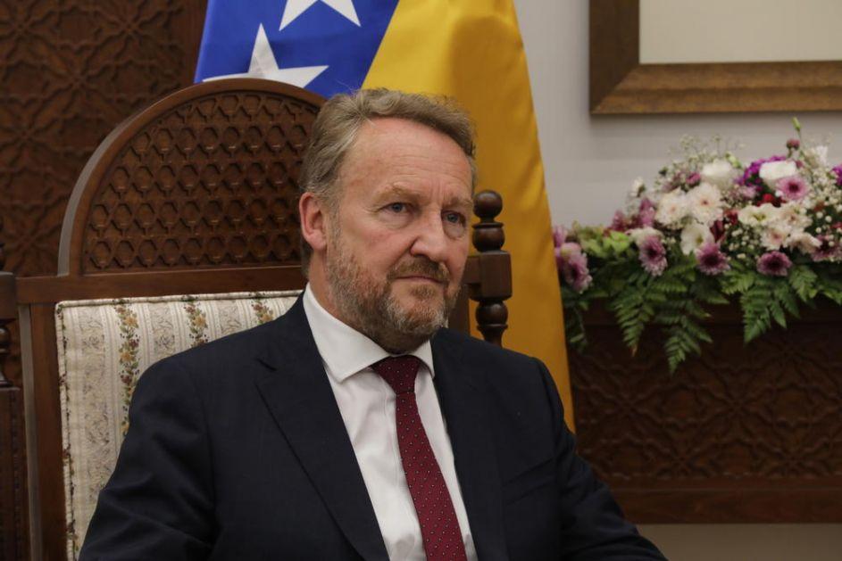 BAKIR IZETBEGOVIĆ HUŠKA LJUDE NA DODIKA: Narod BiH je izložen njegovim kockarskim blefovima!