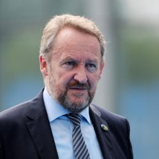 BAKIR PONOVO POTPIRUJE VATRU U BiH: SDA ima poseban zahtev za Kristijana Šmita - u fokusu Republika Srpska