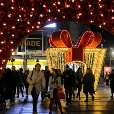 BEOGRAD JE OD VEČERAS JOŠ LEPŠI: Zasijala novogodišnja rasveta! (FOTO)