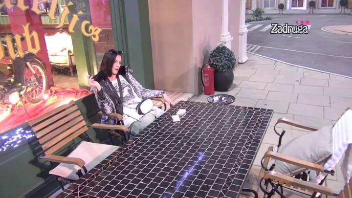 BEZ DLAKE NA JEZIKU! Tara otkrila NOVE DETALJE sukoba sa Anđelom Vešticom, pa tvrdi: Mina se plaši nje! (VIDEO)