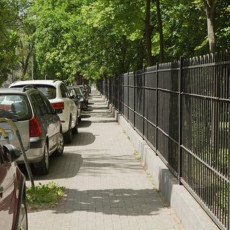 BEZ KOMENTARA: Novosađanin izazvao bes vozača, nikome nije jasno zašto se čovek ovako parkirao (FOTO)