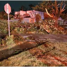 BEZ STRUJE OSTALO 34.000 KUĆA: Tornado poharao grad u kome živi najviše Srba van Srbije (VIDEO)