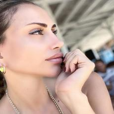 BEZ TRUNKE ŠMINKE! Pevačica Emina Jahović pokazala podočnjake i potpuno PRIRODAN IZGLED! Pljušte komentari