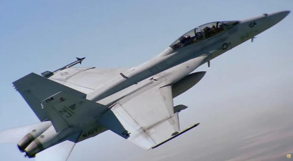 BEŽE IZ SIRIJE, PA UNIŠTAVAJU SVE ZA SOBOM: Američka vojska bombardovala sopstvenu bazu! (VIDEO)