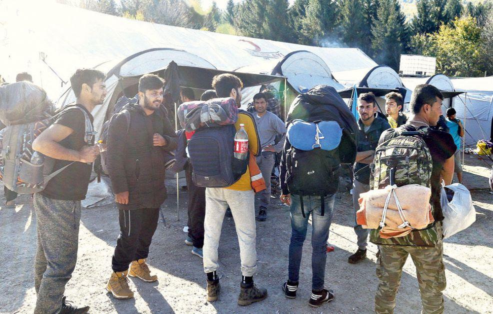 BEZOBRAZLUK VLASTI U BIH! SPREČAVAJU POVRATAK SRBA: Bošnjaci dele srpske kuće migrantima