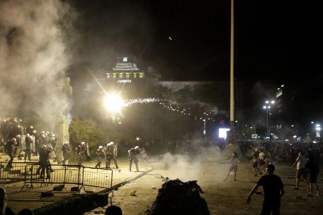 BIA otkrila još jednog stranca koji učestvuje na protestima: Uhapšen Tunižanin