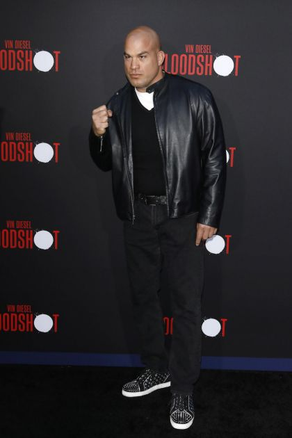 BIO U BRAKU SA PORNO GLUMICOM A SADA IZAZIVA TAJSONA: Bivši UFC šampion: Spreman sam za BORBU sa GVOZDENIM! FOTO