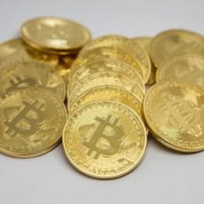 BITKOIN OPET TONE: Nakon rekordne vrednosti, digitalni novčić pao za 17 odsto