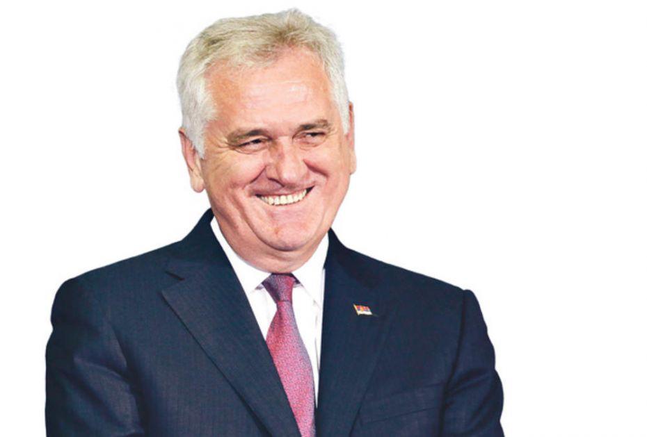 BIVŠI PREDSEDNIK NAS BAŠ DERE: Tomislav Nikolić dobio manje posla, a iskamčio 2,7 miliona više iz budžeta!