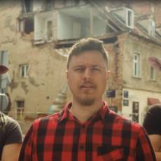 BIZARAN PREDIZBORNI SPOT KRUŽI INTERNETOM: Hrvat na nesvakidašnji način ušao u trku za gradonačelnika Zagreba (VIDEO)
