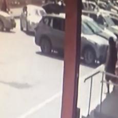 BIZARNA NESREĆA: Hteo da ukoči, ali greškom dao gas pa pokosio pešaka (VIDEO)