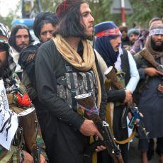 BIZARNO - Dok se širom Avganistana protestuje, talibani sa jurišnim puškama na pedalinama (FOTO)