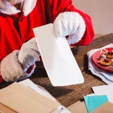 BIZARNO Prva žrtva novogodišnjih praznika: Deda Mraz preminuo tokom druženja sa decom