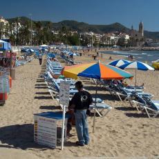BLAGO NAMA SA ELITNIM TURIZMOM: Slika sa plaže iz Crne Gore RAZBESNELA mnoge